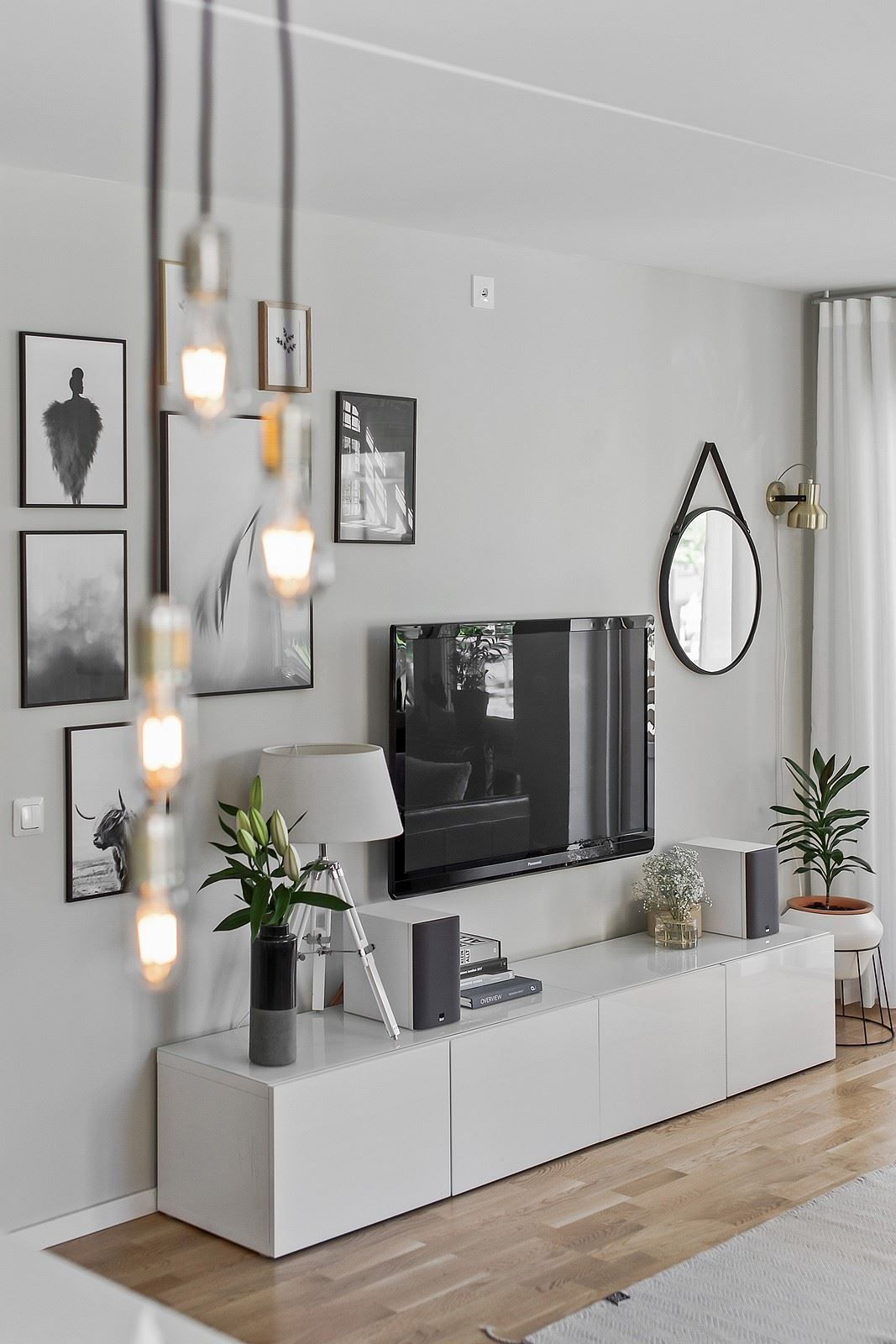 Home gallery wall living room also comment bien amenager un coin tv rh pinterest
