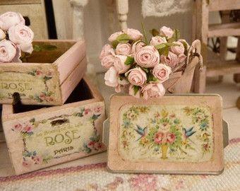 Miniature Shabby wooden crate Rose de Paris by AtelierMiniature