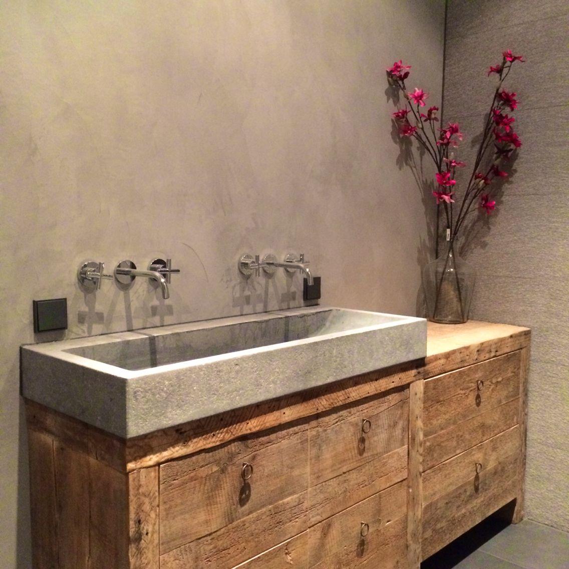 badkamer badmeubel hout oude bouwmaterialen flowers