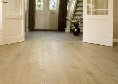 Eiken vloer van beukersvloeren.nl houten vloer visgraat brede