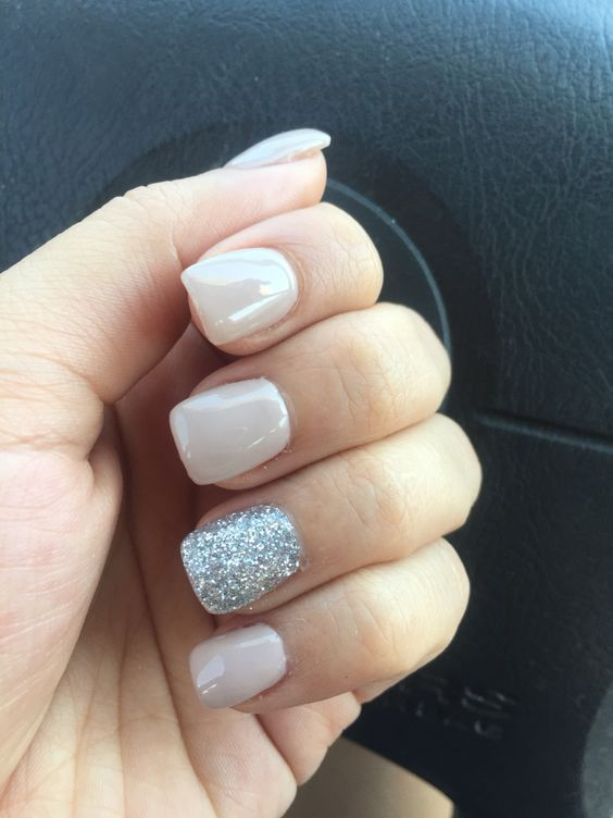 50 Stunning Manicure Ideas For Short Nails With Gel Polish That Are More Exciting Silver Glitter Nails Fake Nails Short Acrylic Nails
