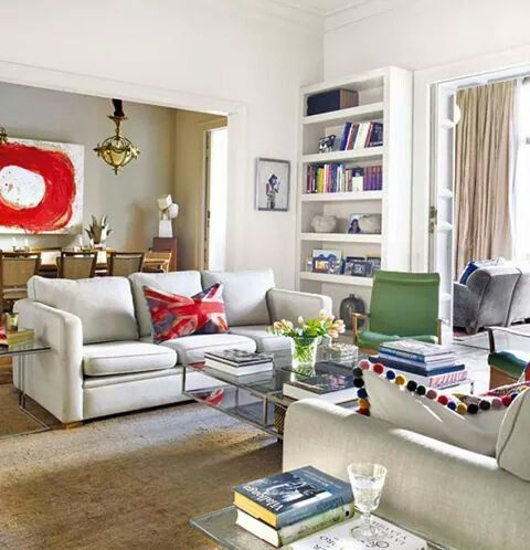 Los toques simétricos definen el salón de esta casa_Revista Nuevo Estilo