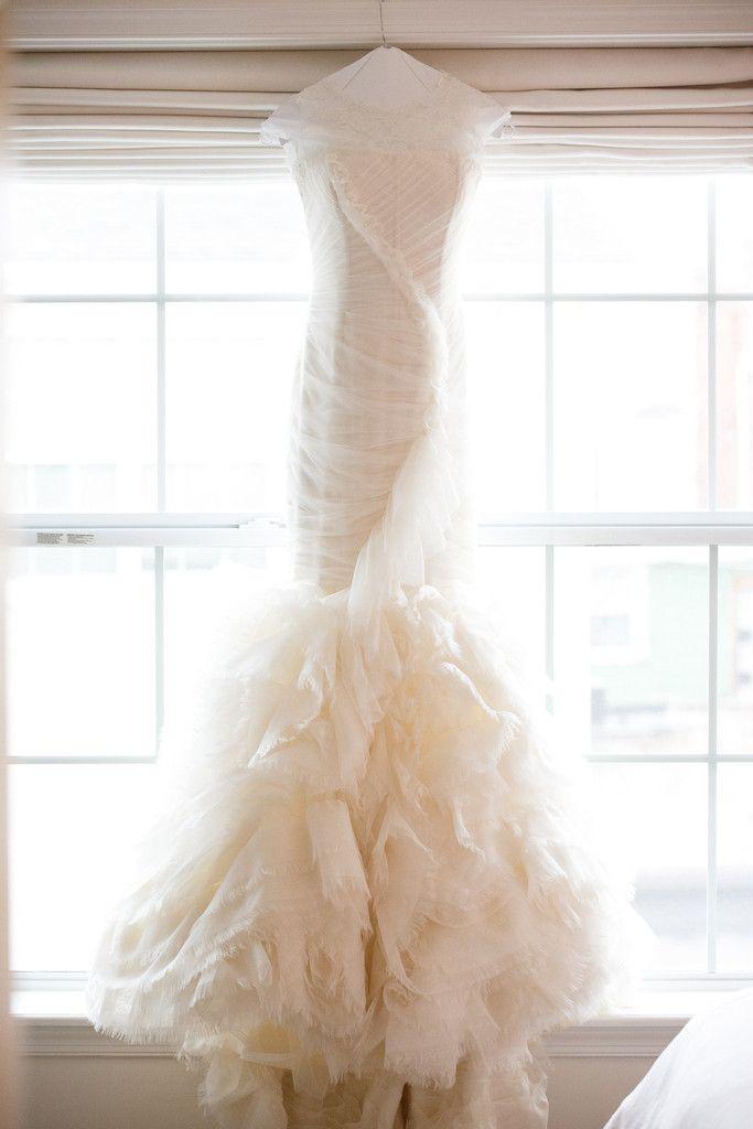 Vera Wang \'June\' Chantilly Lace Mermaid Wedding Dress