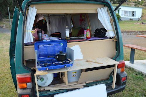 die k che der bus war sowohl von innen als auch von au en. Black Bedroom Furniture Sets. Home Design Ideas