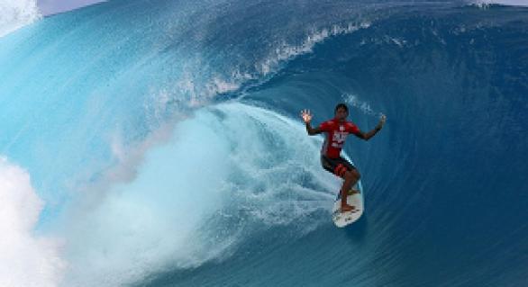 Volvemos con el Billabong Pro Tahiti 2015! De momento seguimos parados en la tercera ronda, con ganas de que se reactive esta gran competición. Como nos estamos quedando con ganas de más, vamos a dejaros unos vídeos con repeticiones de las mejores....#BillabongProTahiti #surf