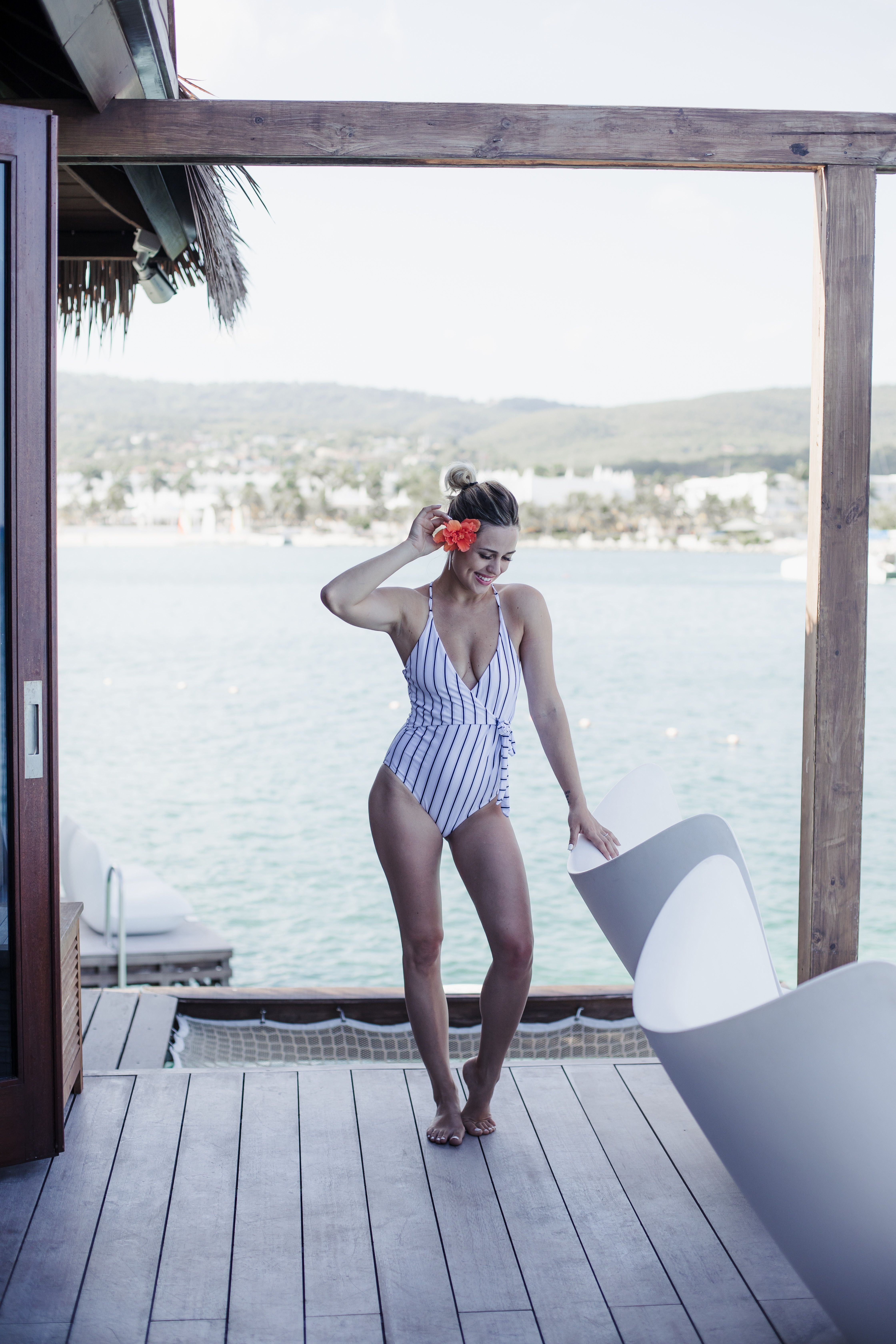 882855943ddf Houston Fashion blogger Uptown with Elly Brown shares what she bought and  how you can shop her Beach Vacation Outfits. Click here for more!