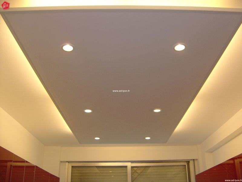 Faux plafond design avec clairage d coration for Modele staff plafond