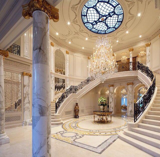 Doble escaleras blancas salas comedores recepciones y for Escaleras de casas de lujo