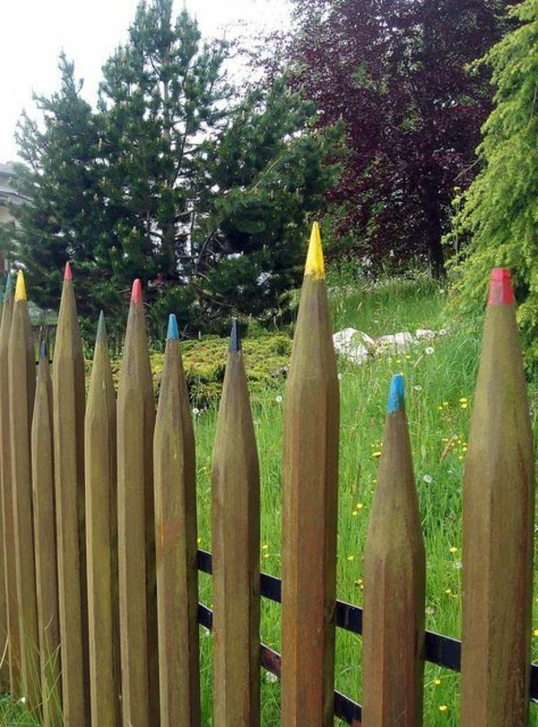 originelle Idee - Zaun aus Bleistifte Garden Whimsy Pinterest - gartenzaun holz selber bauen