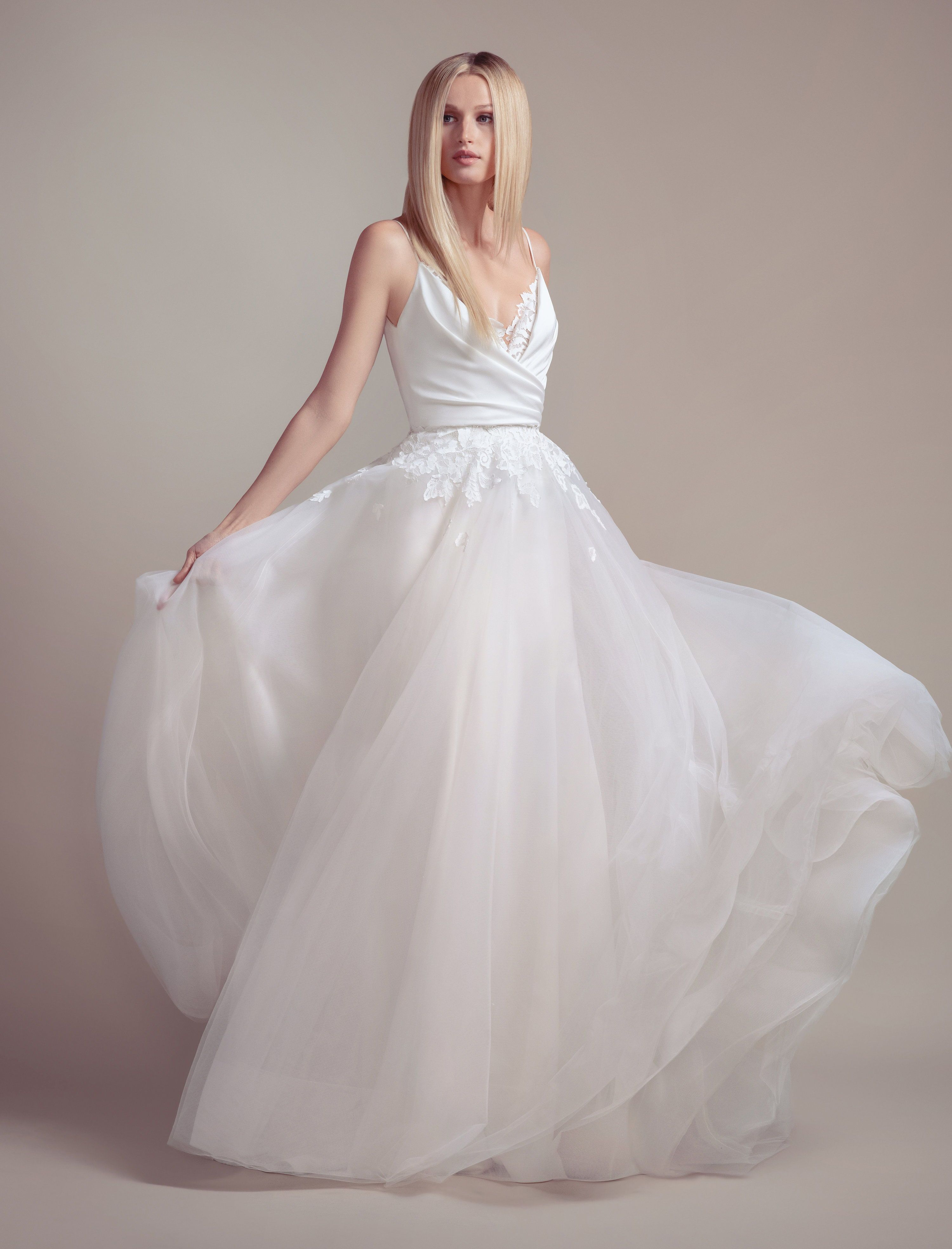 Fawn By Blush By Hayley Paige Spring 2019 Collection Blush By Hayley Paige Wedding Dresses 20 Classic Wedding Gowns Spring Wedding Dress Ball Gowns Wedding
