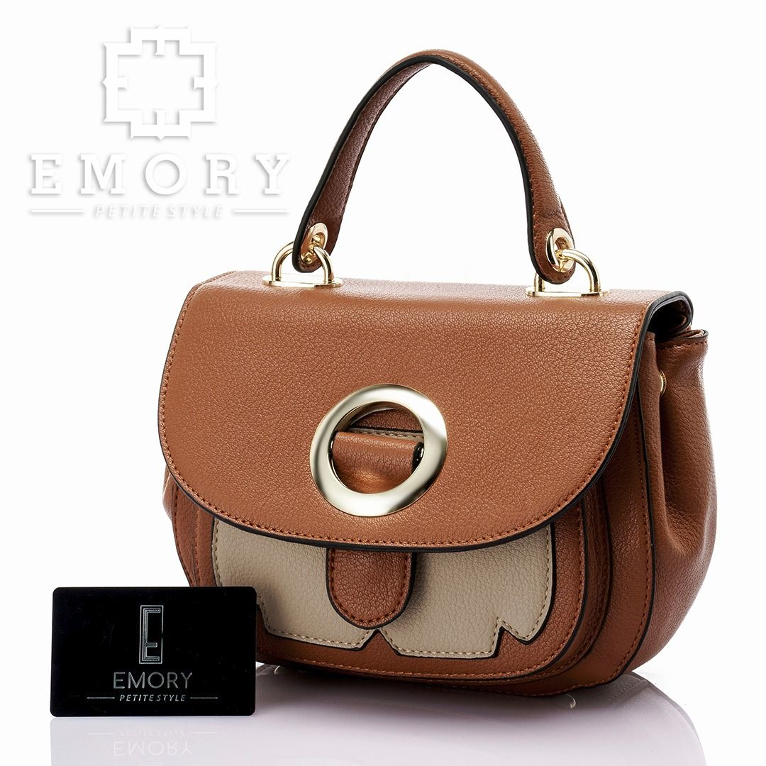 Price IDR 330.000 Measurement Bag 27x17 cm. Weight 0.769 kg. Material Faux Togo leather . ORIGINAL Brand.      Chat us on Line : @ emorystyl