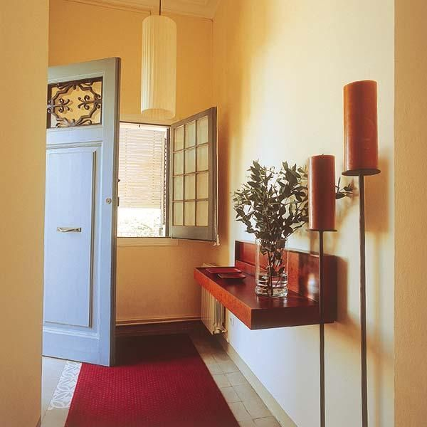 Home Staging Tips For Small Entryway Storage And Organization