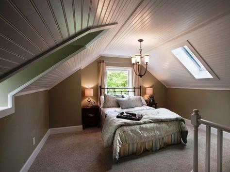 Schlafzimmergestaltung Mit Dachschräge Dunkle Wandfarben Kronleuchter