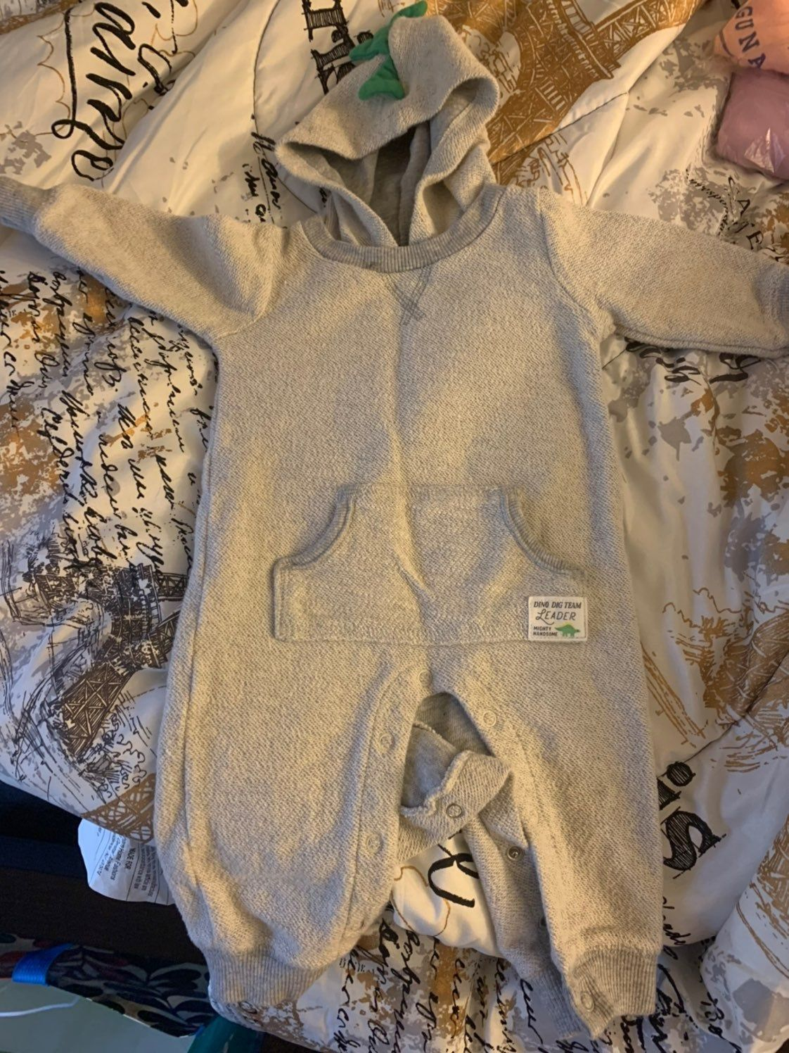 Size 6 months one Peice with dinosaur hood. There is a small stain, it's very hard to see. See pics 3&4. Other than that in good condition #dinosaurpics Size 6 months one Peice with dinosaur hood. There is a small stain, it's very hard to see. See pics 3&4. Other than that in good condition #dinosaurpics Size 6 months one Peice with dinosaur hood. There is a small stain, it's very hard to see. See pics 3&4. Other than that in good condition #dinosaurpics Size 6 months one Peice with dinosa #dinosaurpics