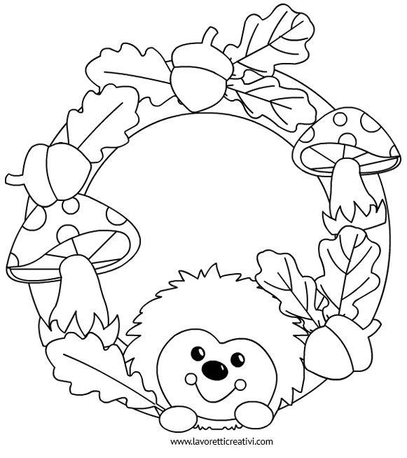 Ghirlanda con riccio, foglie e ghiande da realizzare con i cartoncini colorati o con il feltro. Idea da tenere presente per gli addobbi nel periodo autunna