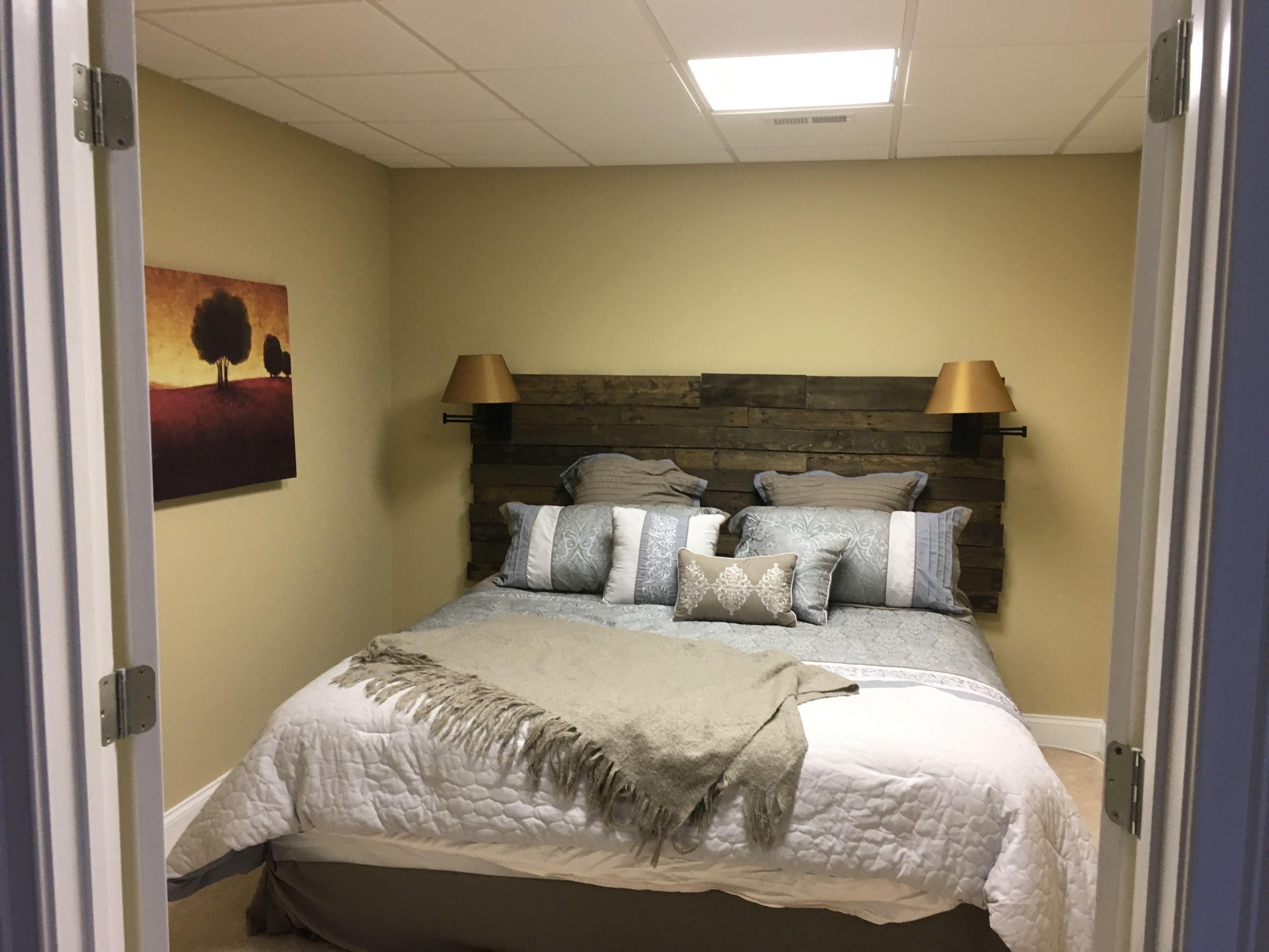 Spare bedroom headboard with lighting lamps Bedroom