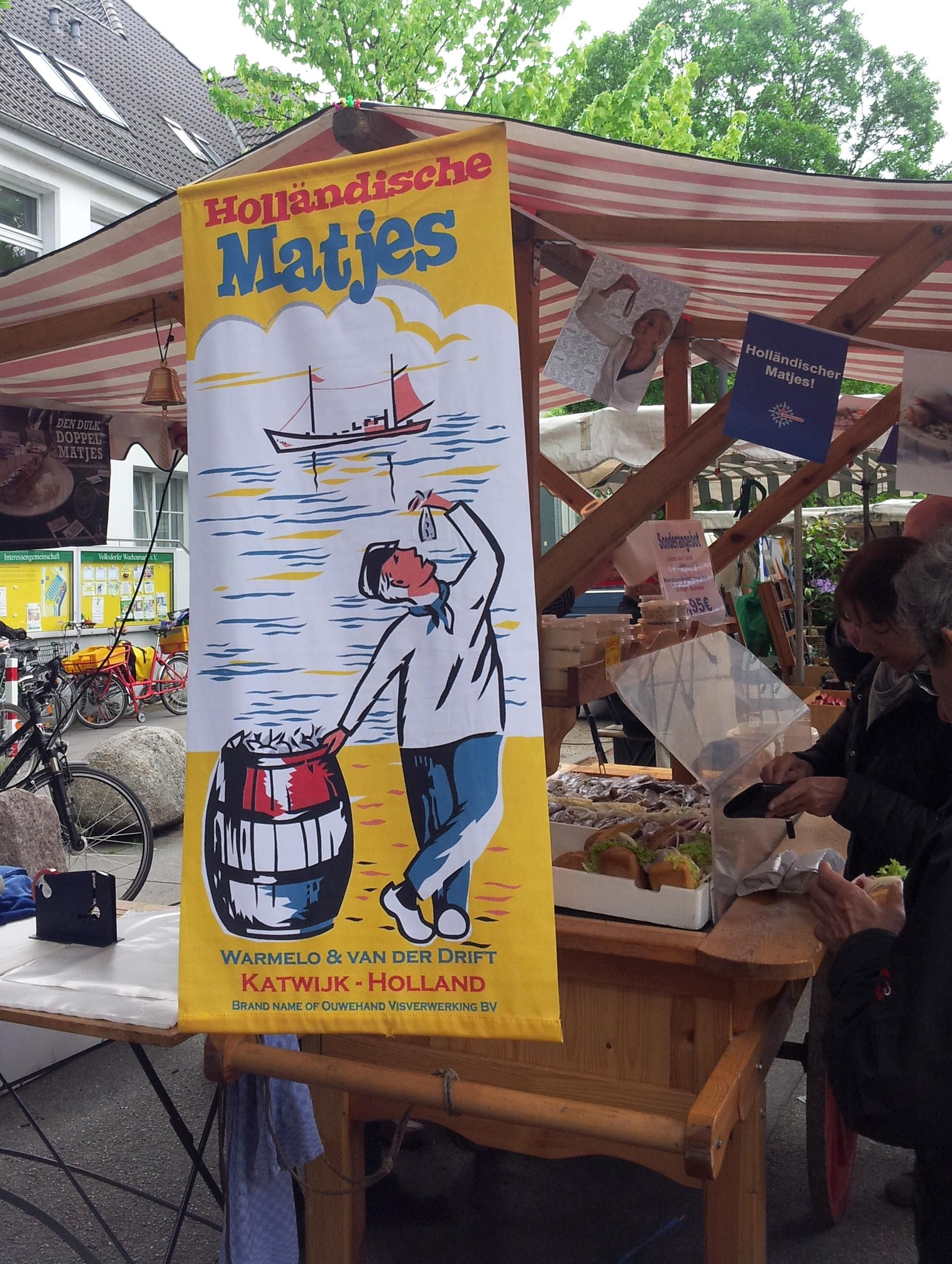 Matjes-Saisonstart 2015 Der neue Matjes aus Holland ist auf dem Wochenmarkt in Hamburg Volksdorf angekommen