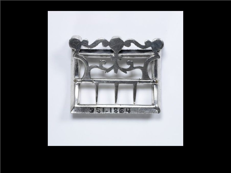 English Silver Neck Stock Buckle with Pastes c. 1770(Victoria & Albert Museum)