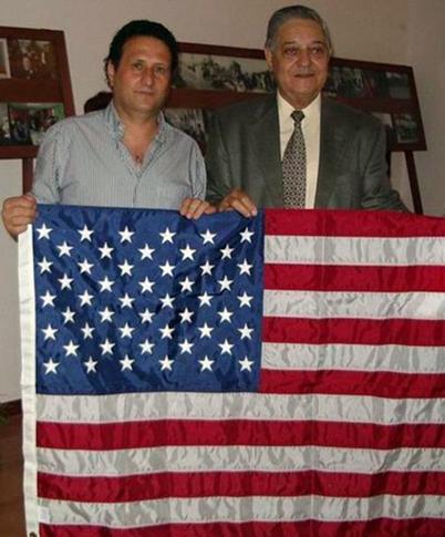USA flag consegnataci direttamente dal Cavaliere Angelo Siciliano (a destra), Presidente delle Associazioni Siciliane Unite di New York il 24 agosto 2010