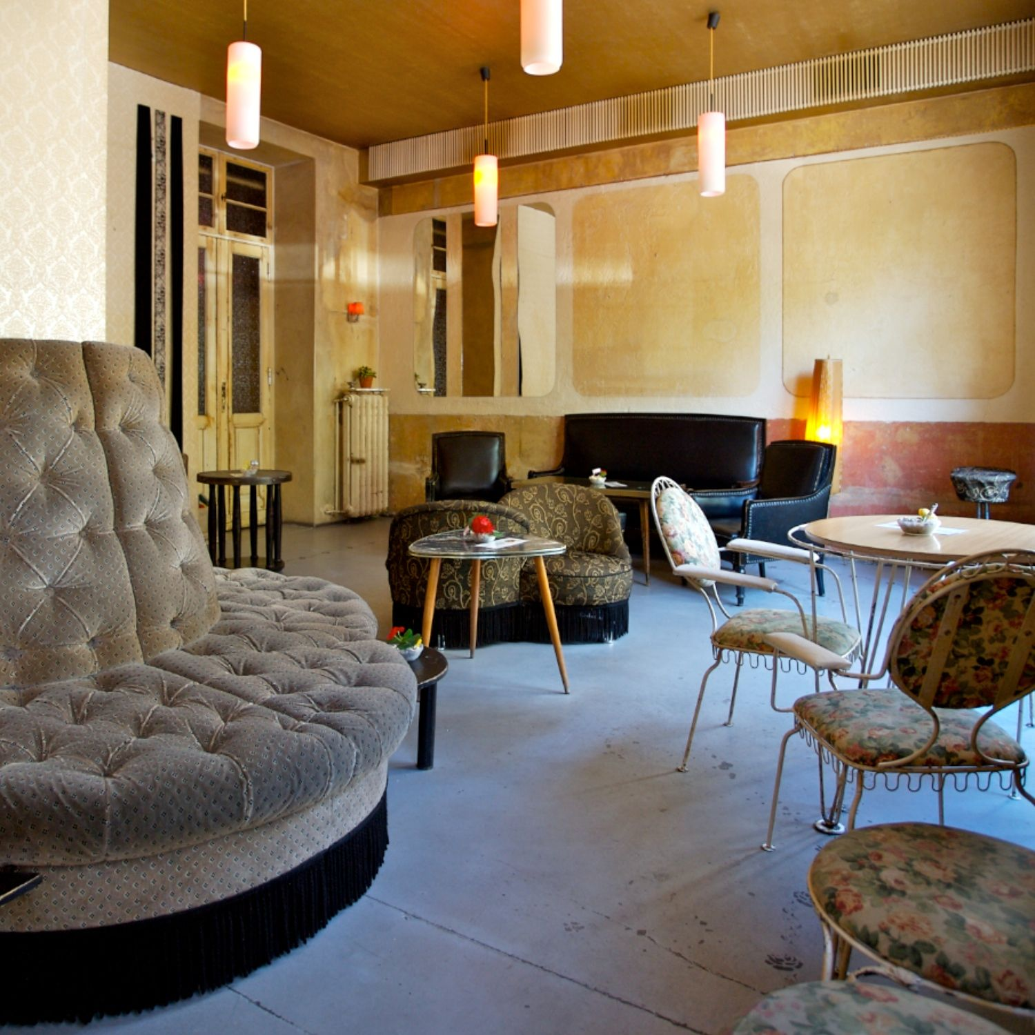 Wohnzimmer Berlin   the epitomy of faded grandeur   http   www     Wohnzimmer Berlin   the epitomy of faded grandeur   http   www wohnzimmer  bar de