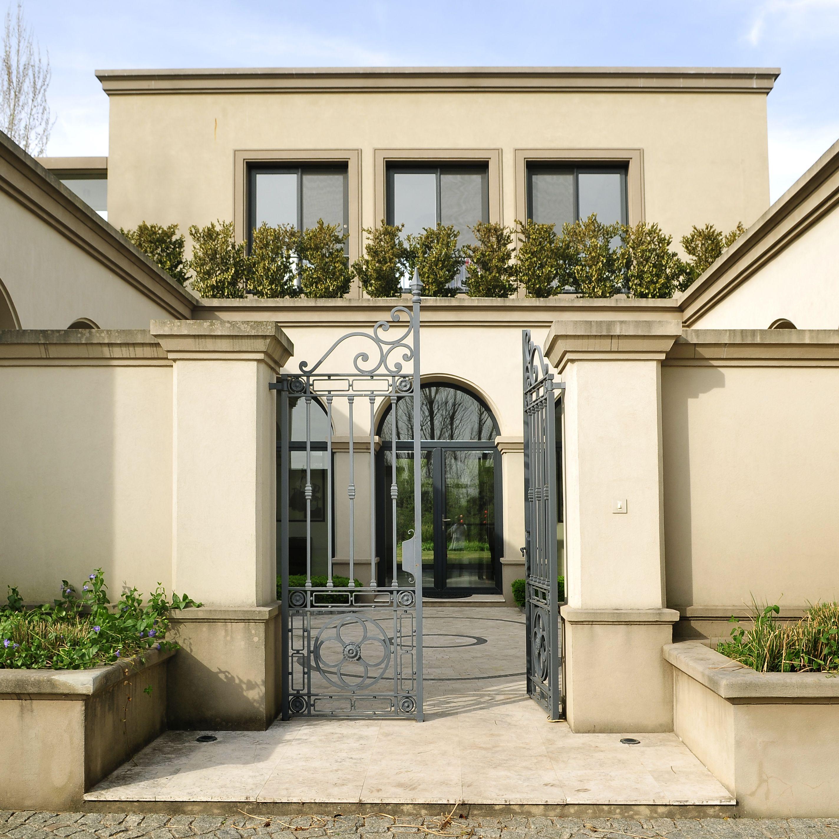Utilizaci n de piedra en fachadas modernas house for Fachadas de casas interiores