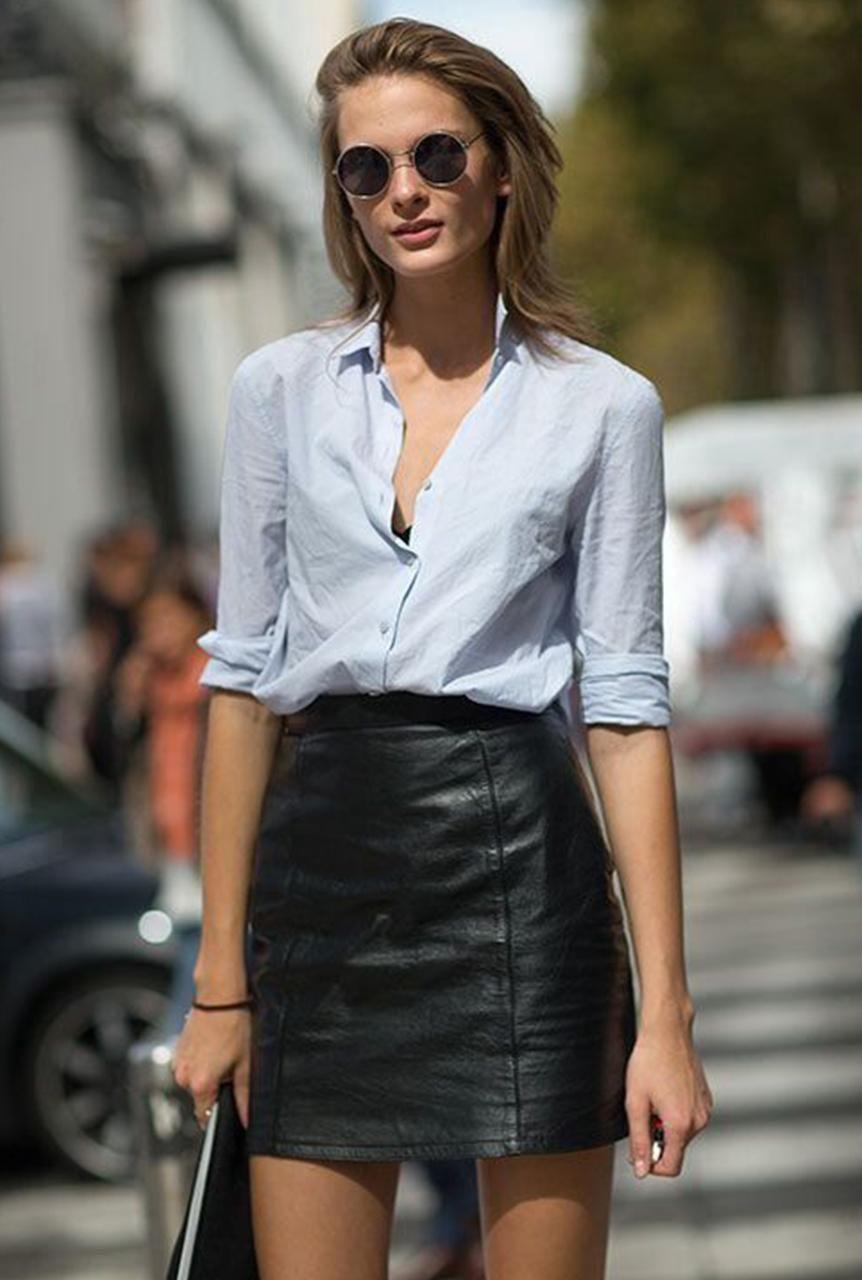 Conjunto camisa azul claro y falda negra de cuero  9114c9b51676