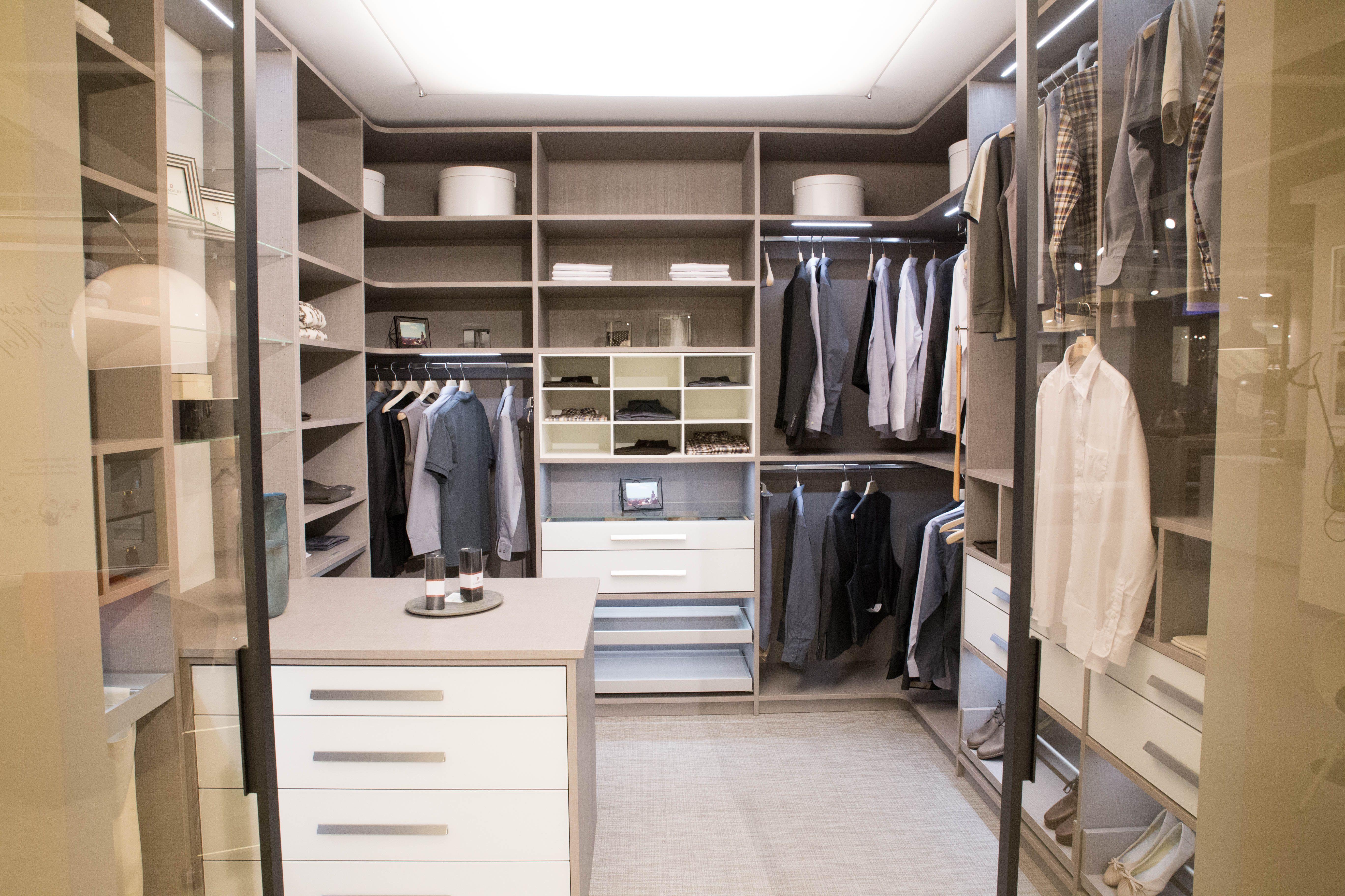Einbauschränke & Schiebetüren nach Maß   Begehbarer kleiderschrank, Kleiderschrank, Begehbarer ...
