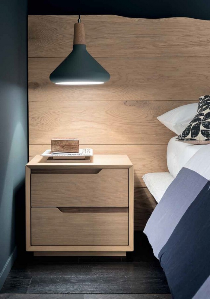 Fast bedside table with two drawers in solid wood from Altacorte