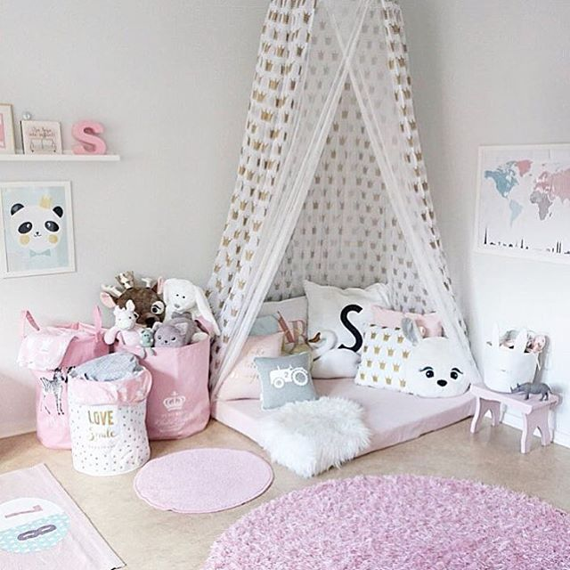 so pink and ohh so cute drama in house pinterest chambre enfant salle de jeux and salle. Black Bedroom Furniture Sets. Home Design Ideas