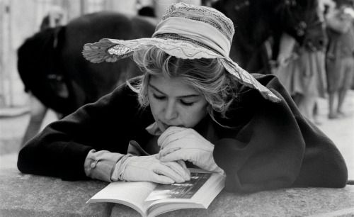 yourrottengirl:  Rosamund Pike reading on set.