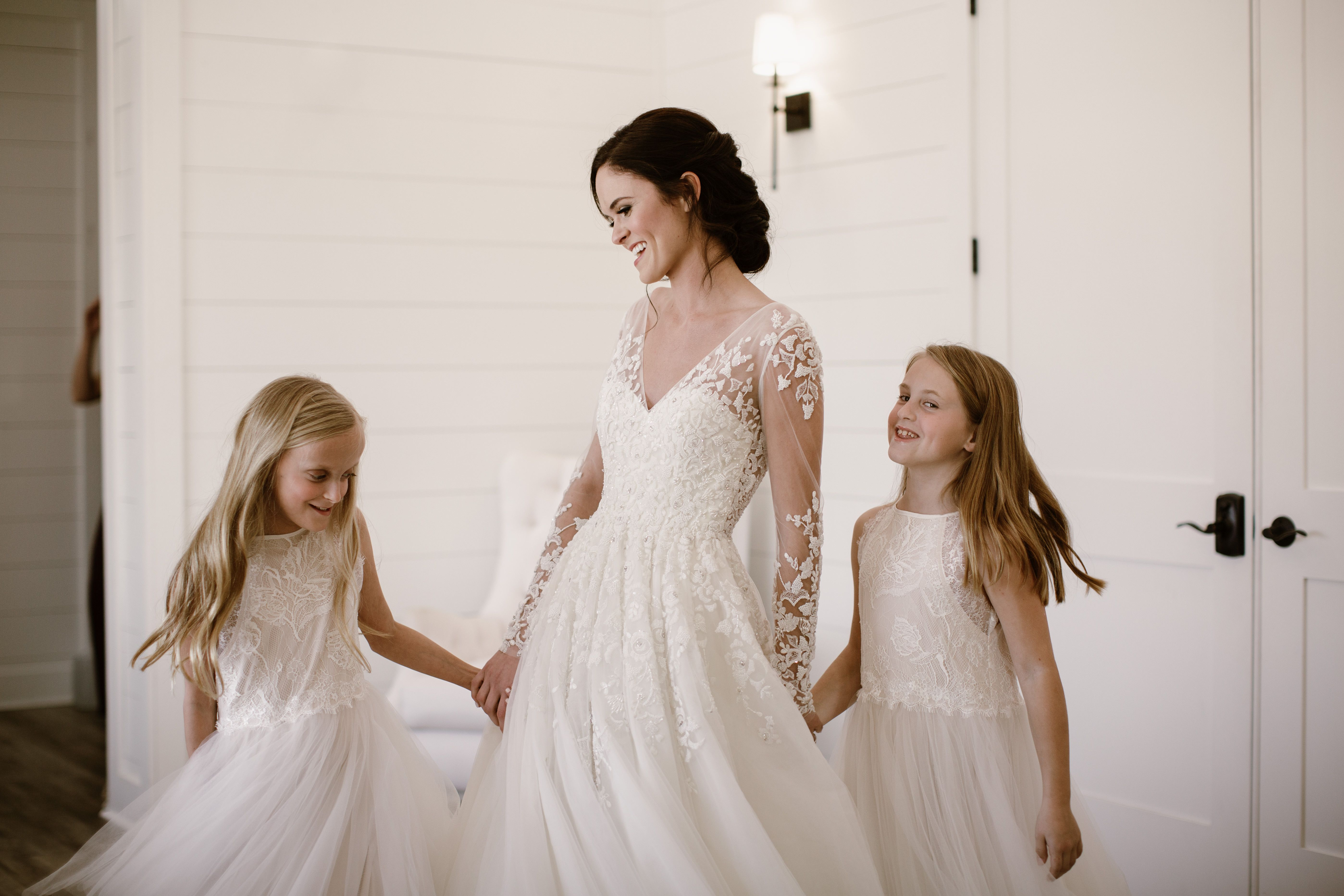 The ultimate squad goals ud a bride and her flower girls