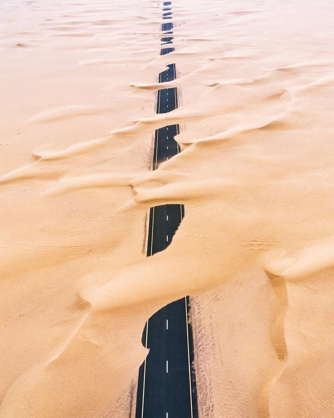 Wandering sands in Dubai by iHerok