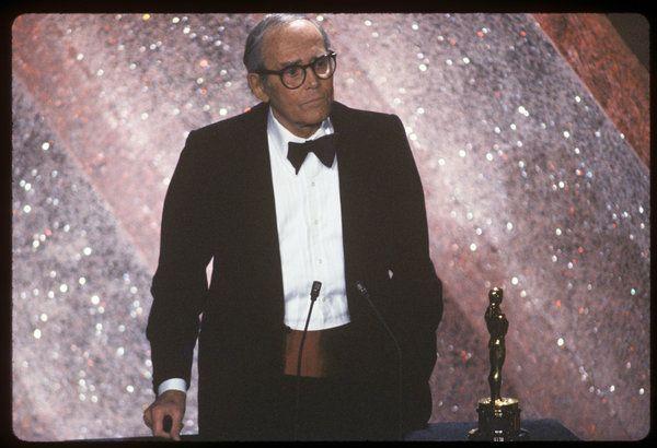 HENRY FONDA - Oscar Honorífico. Al año siguiente ganaría el Oscar al Mejor Actor, pero lo recogería su hija Jane