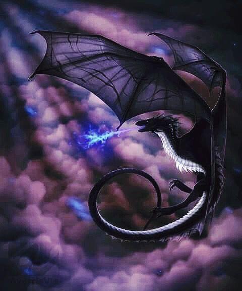 青白い炎を出しながら飛ぶドラゴンの壁紙