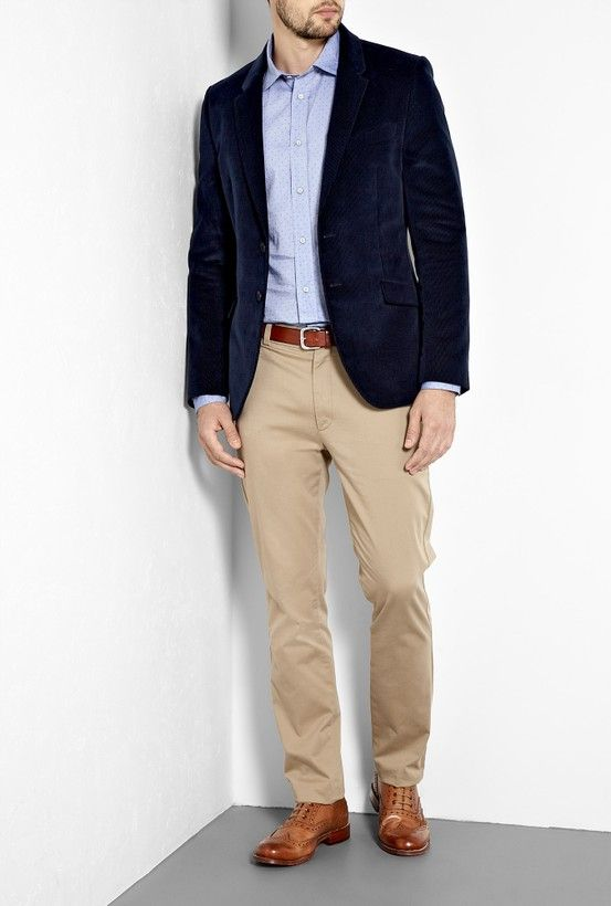 A blue blazer may be of various shades like dark blue, navy blue, turquoise blue and light blue. But whatever may be the color, according to the opinions of designers, a pair of khaki pants goes well with a blue blazer.