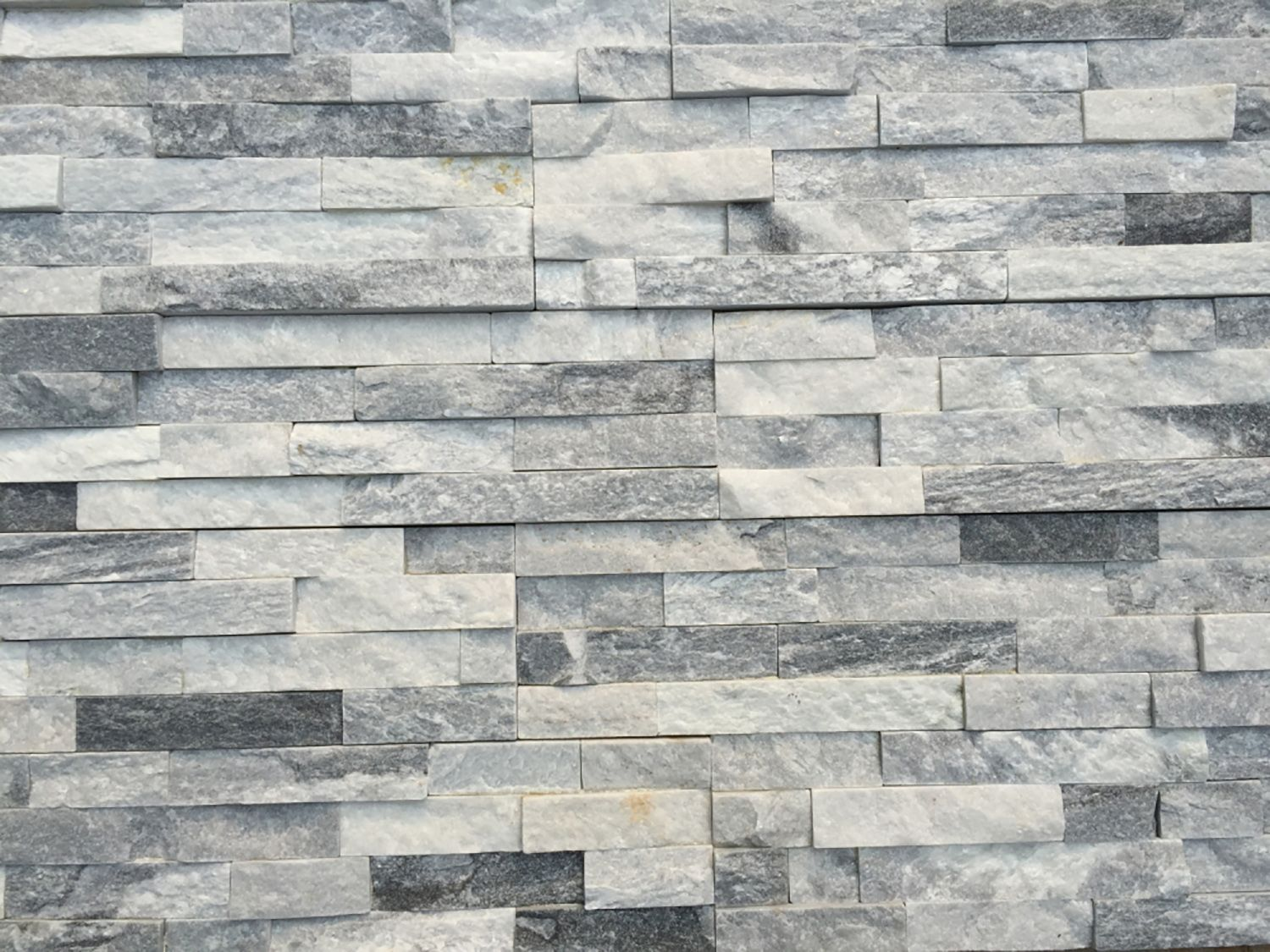 Stone siding natural ledge stone cloudy gray ledge for Exterior ledgestone
