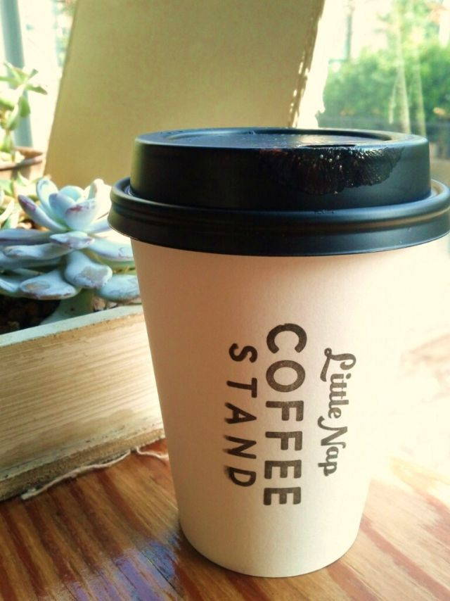 画像2 持つだけでおしゃれ度アップ かわいいテイクアウトコーヒー7選 Macaroni マカロニ Coffee Stands Glassware Cup And Saucer