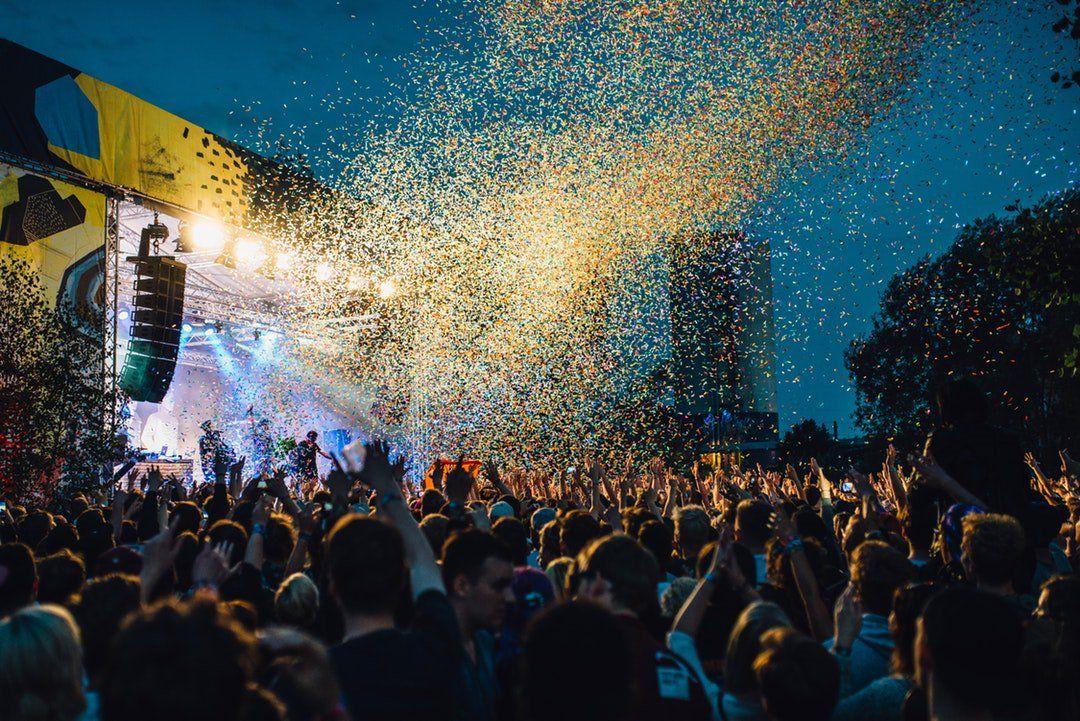 RT https://t.co/DAKDIKo8v2 RT @CodieFans: Photo By Pablo Heimplatz | Unsplash #musicfestivals #events  https://t.co/VYR5jaMmN3