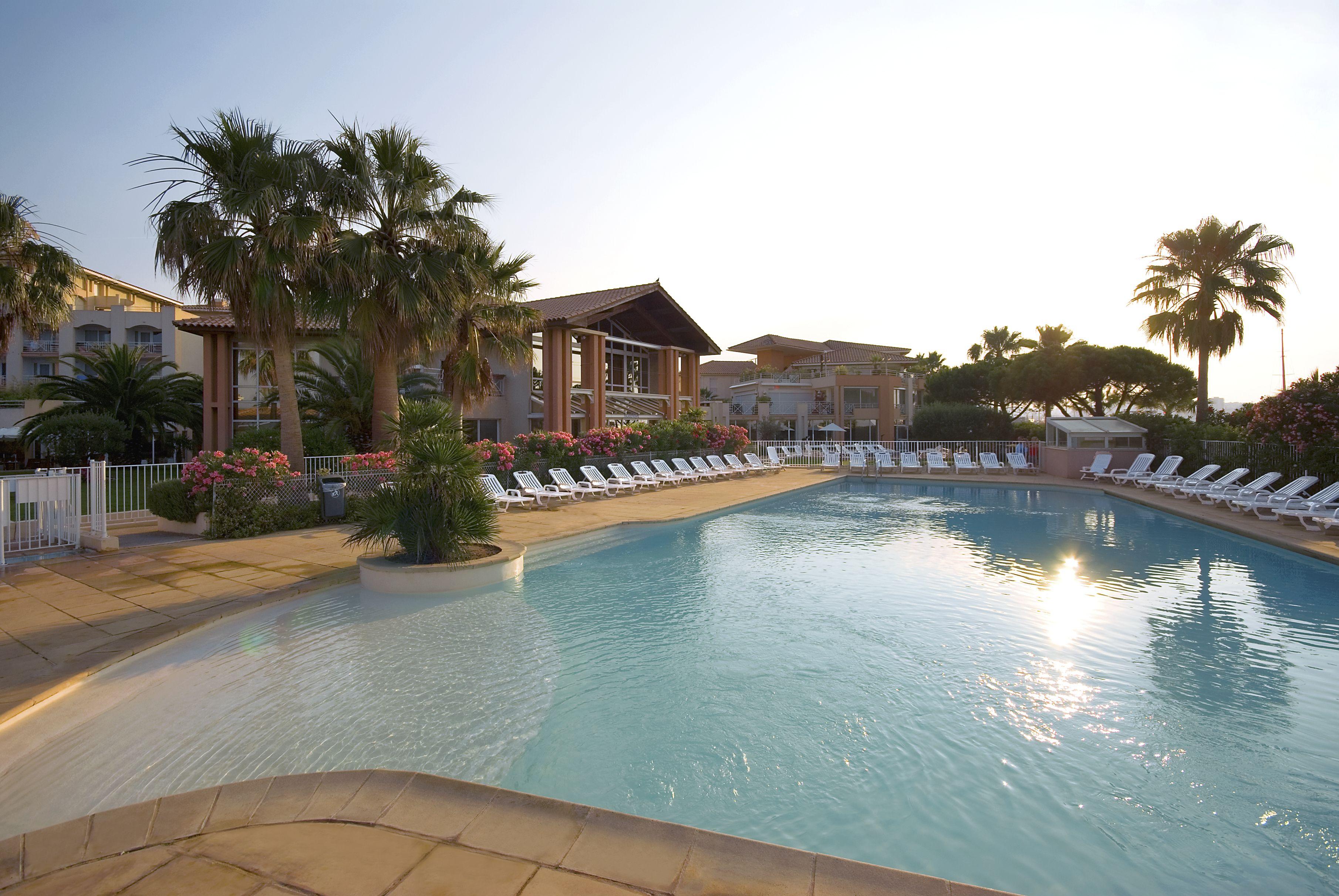 Sun Swimmingpool Mercure Thalassa Port Fréjus CoteDAzur - Thalasso port frejus