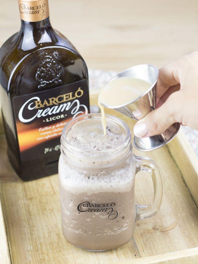 El otro día subí un batido con Barceló Cream que os encantó, así que hoy no os traigo una sino dos recetas usando ese mismo ingredie...