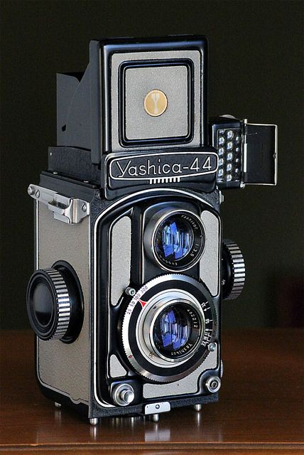 Yashica 44 Tlr 1959 Vintage Cameras Photography Camera Vintage Film Camera