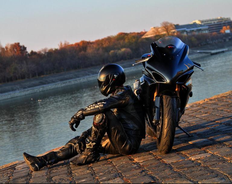 фото байкеров на мотоциклах в шлемах очень опасные