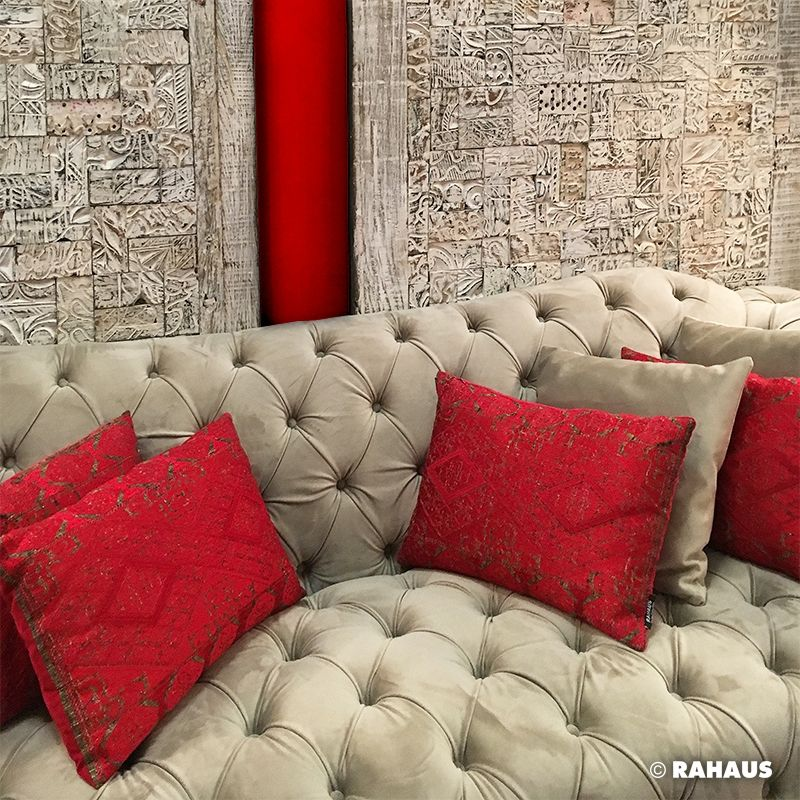 oriental style sofa stil berlin rahaus wandpanel kissen kapitoniert interior design. Black Bedroom Furniture Sets. Home Design Ideas