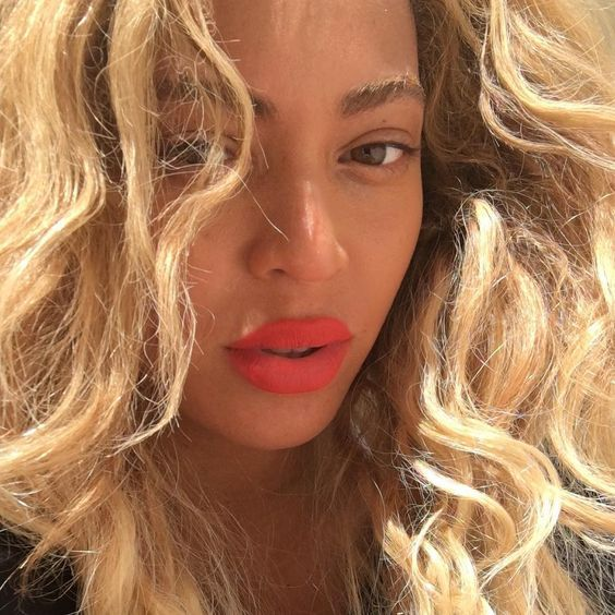Loving Kween Bey and her coral lips.