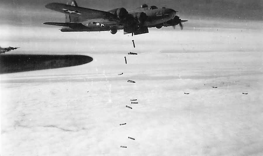 B-17 Flying Fortress 384th Bomb Group , 546th Bomb Squadron Mischief Maker 42-29914