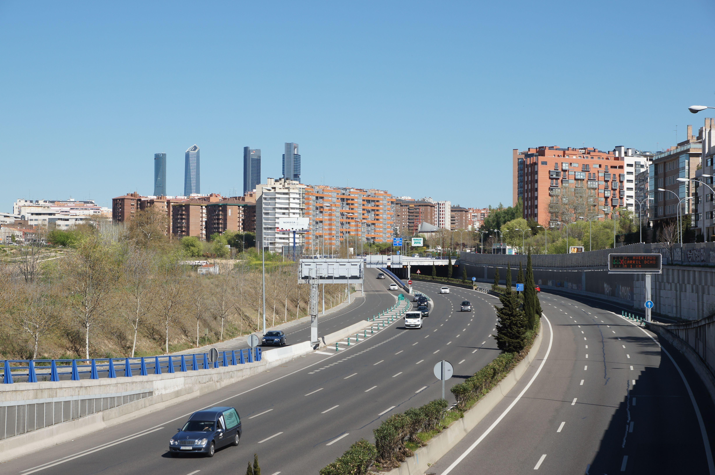 Las Cuatro Torres. Paseo de la Castellana. Vista desde la Glorieta Francisco Bayeu y Subias. Abril 2015. Fotografía de David Bornscheuer.