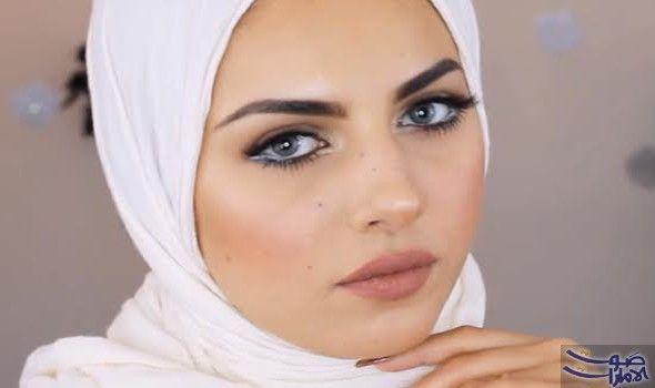 مكياج بسيط وأنيق للفتيات المحجبات بدون كريم أساس يمنح المكياج البسيط إطلالة طبيعية ناعمة وله تقنيات يجب إتقانها ومع كثرة ا Street Hijab Fashion Makeup Style