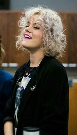 taya smith  hillsong united  beauty short hair styles