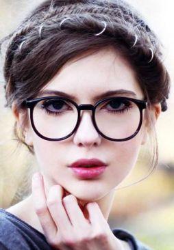 82d06ad99d222 Óculos de grau, além de funcionais, também são considerados um acessório de  moda e estilo. Confira a sugestões que combinem com o seu rosto! - Leia mais