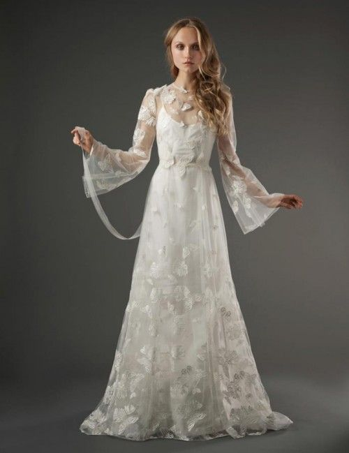 vestido de novia romántico con mangas anchas, transparencias y